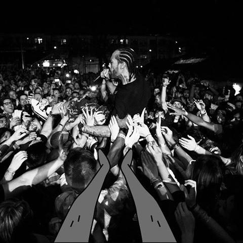 Abel and Method Man crowd surfing